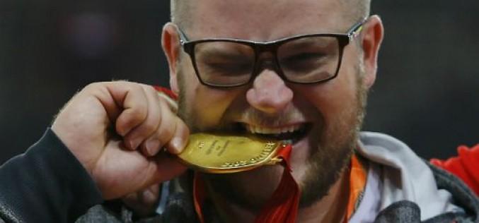 Пиян световен шампион си плати с медал за возене с такси