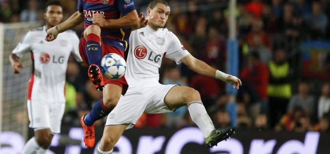 Барселона се измъчи без Меси, но обърна Байер
