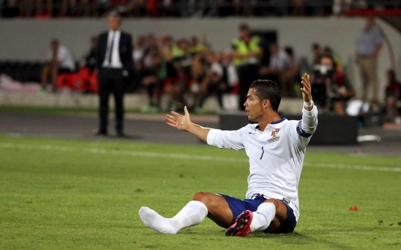 Албанците изпотиха Роналдо