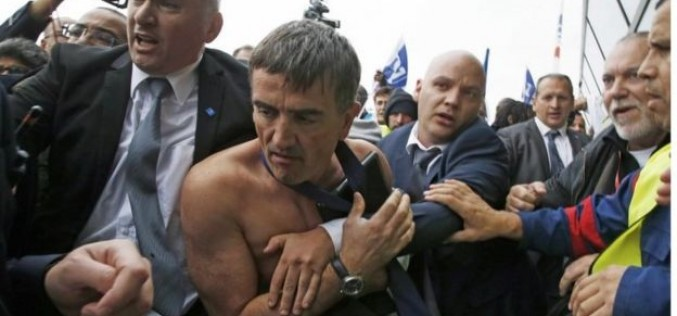 """Така го правят във Франция: Съкратени работници понабиха шефове в """"Еър Франс"""" (ВИДЕО)"""