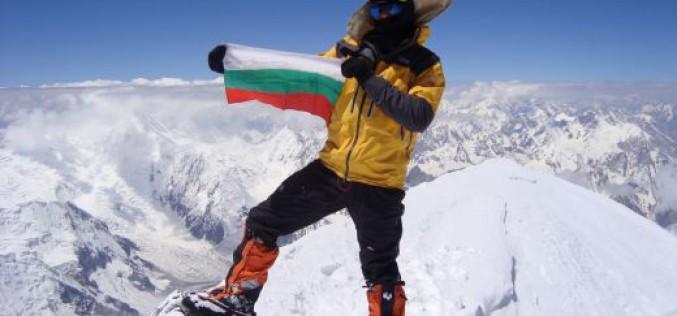 Двама българи качиха Манаслу