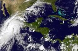 """Ураганът """"Патриция"""" е определен за """"чудовище"""" и най-силния досега (ВИДЕО)"""