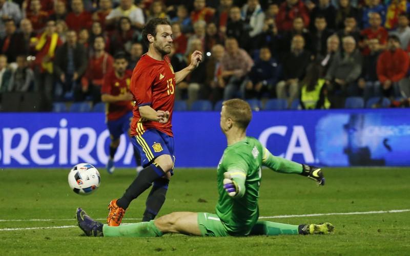 Испания се справи лесно с Англия