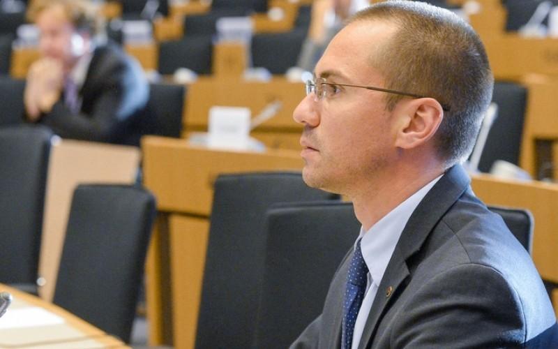 Наш евродепутат  сигнализира ЕК за дискриминационен френски закон