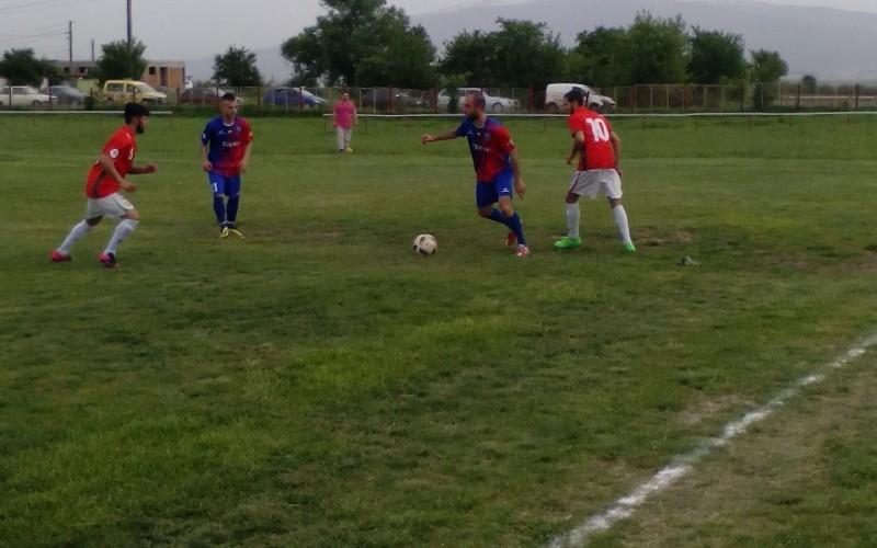 Локо-БДЖ се закани да изненада ЦСКА, Бистрица играе за удоволствие срещу Доброславци