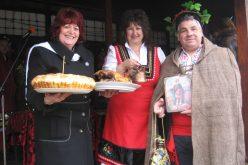 Доброславци посрещна с хора, музика и много вино Трифон Зарезан (СНИМКИ)