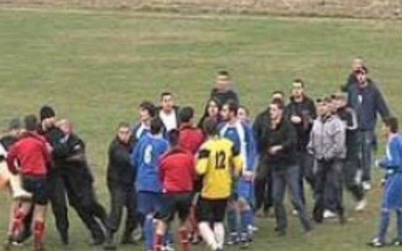 Масов бой, скандали и прекратен мач в Бистрица