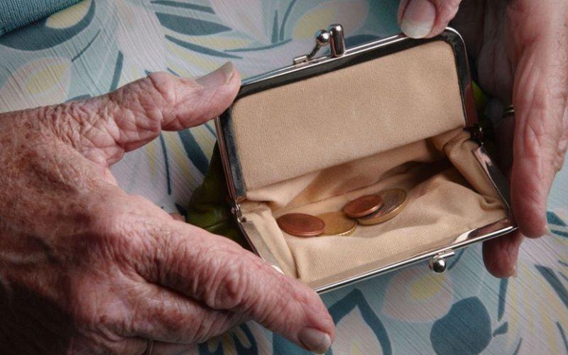 Велик ден за пенсионерите! Правителството им отпусна празнични добавки