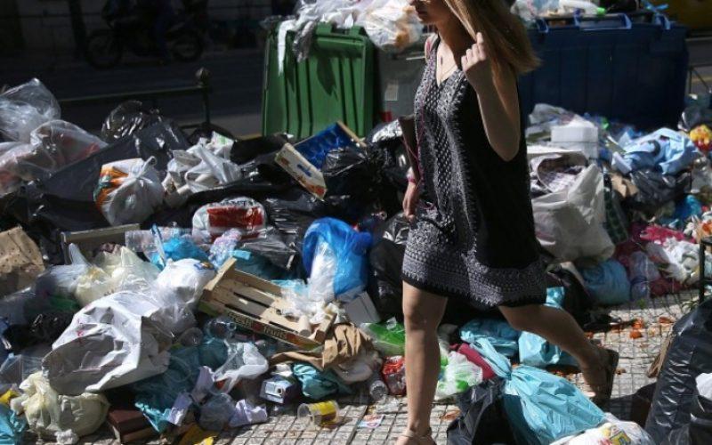 Град Елин Пелин потъна в боклуци след спор с кмета на Горна Малина