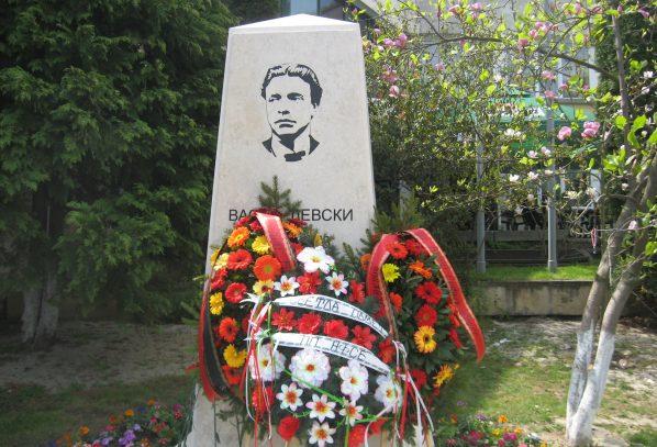 Своге вече си има паметник на Апостола на свободата (СНИМКИ)