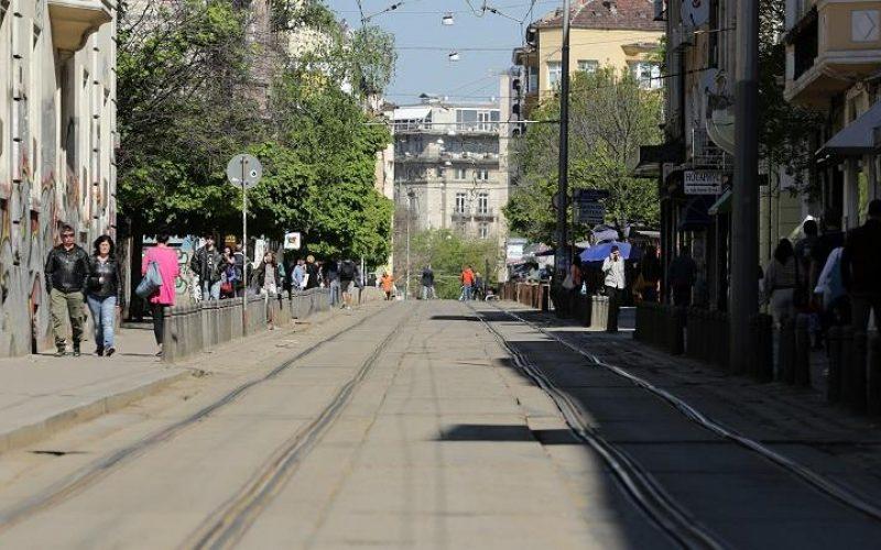 """Ремонт спря трамваите по """"Графа"""", разкопават центъра, местят книжния пазар"""