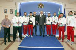 Министър Кралев награди медалистите от европейското първенство по ММА