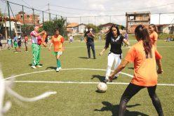 """Принцесата на Катар игра футбол с деца във """"Факултета"""" (ВИДЕО)"""