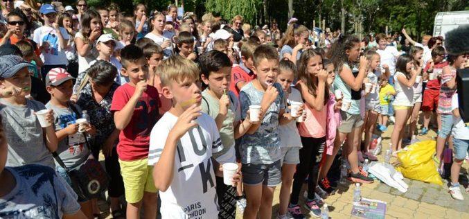 Северният парк видя най-голямото миене на детски зъбки (ВИДЕО)
