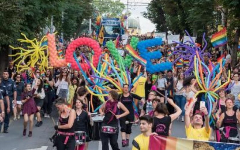 Гей парад и контрапротести блокират София! Ще бъде доста горещо!