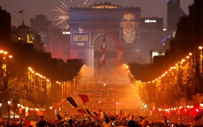Франция празнува световната титла! Има и загинали