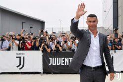 Роналдо подлуди Торино, тълпи го чакаха на летището (ВИДЕО)
