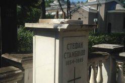 Брутален вандализъм на Централните гробища под носа на полицията (ВИДЕО)