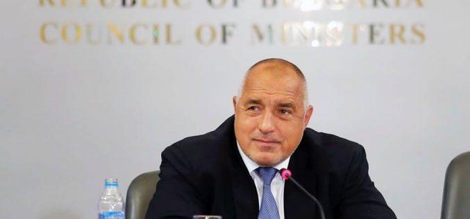Премиерът поиска три министерски оставки