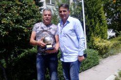 Зоналният съвет на БФС в София награди бивш голям съдия (СНИМКИ)