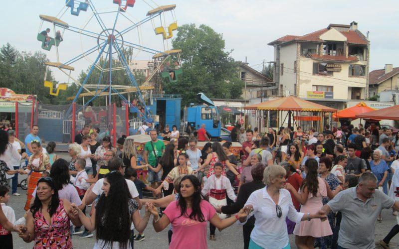 Щастливи детски усмивки, много песни и танци на традиционния събор в Илиянци (СНИМКИ)
