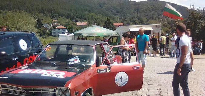 Ръмжене на ретро коли огласи Мърчаево (СНИМКИ)