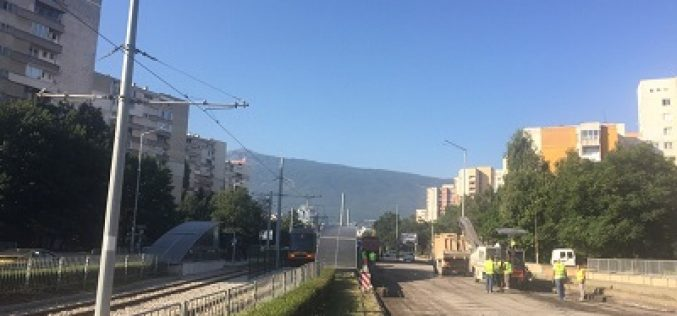 """Започна ремонт на пътното платно на бул. """"България"""", възстановено е движението на трамвай № 7"""
