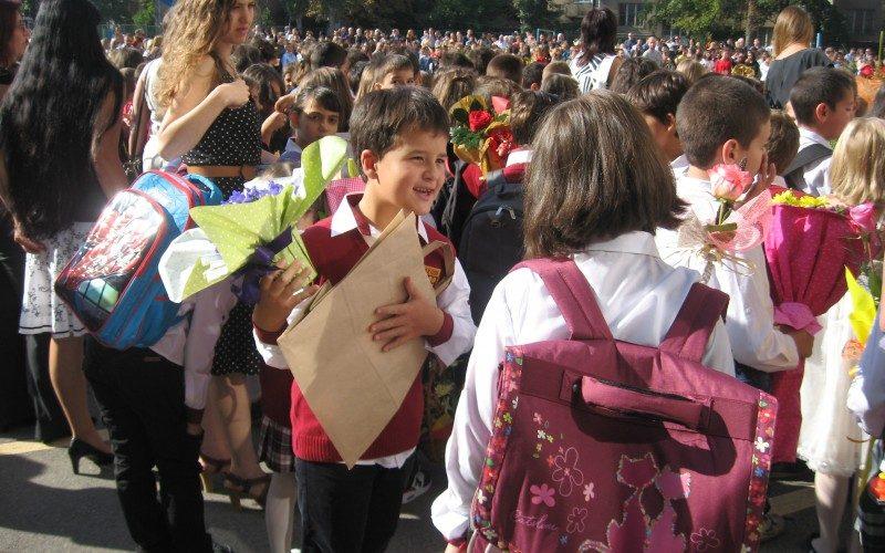 """Утвърдиха новите програми за XI и XII клас, """"Балкански синдром"""" влиза в учебника"""