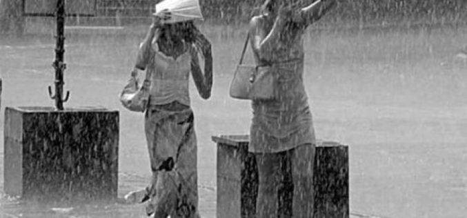 Синоптиците предупреждават: Край на хубавото време! Вадете чадърите! (ВИДЕО)