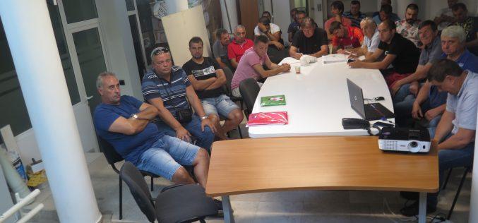 Трудно начало за Козаро, без изненади на старта в областната група