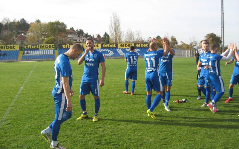 Новак в Трета лига пак смени треньора, върна Методи Атанасов