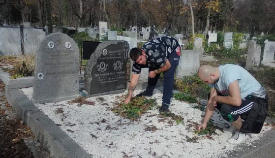 Родолюбци почистиха гробовете на легендарни българи (СНИМКИ)