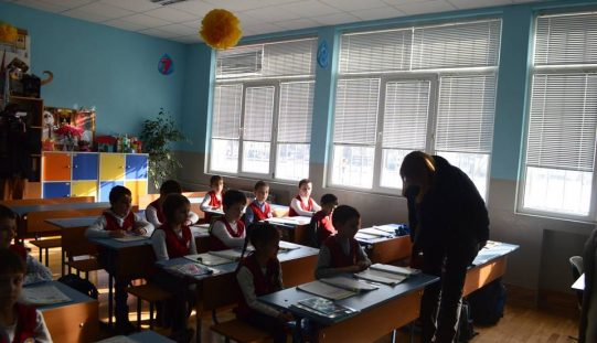 """Столичният кмет инспектира ремонти в училище от """"Надежда"""" (СНИМКИ)"""