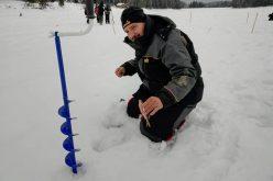 Снежен ад на световното по риболов на лед в Батак (ВИДЕО)