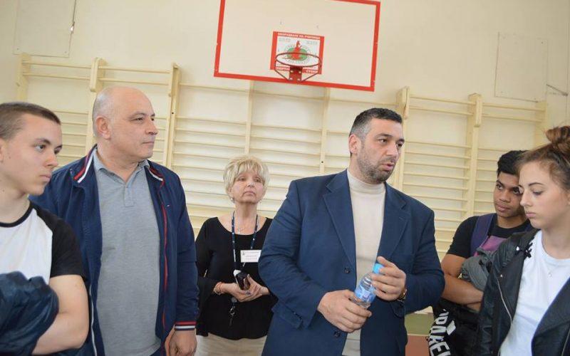 """Шеф от 2 РУП проведе среща с ученици от """"Надежда"""""""