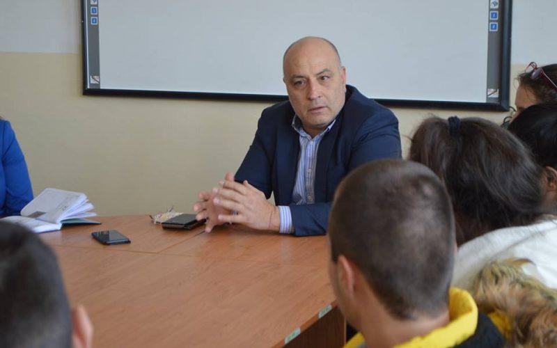"""Кметът на """"Надежда"""" се срещна с ученици (СНИМКИ)"""