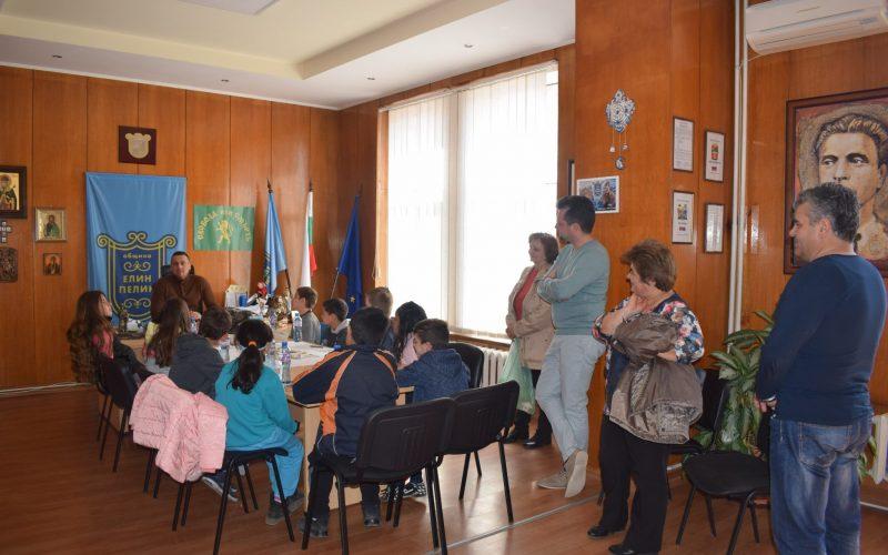 Кметът на Елин Пелин се срещна с ученици