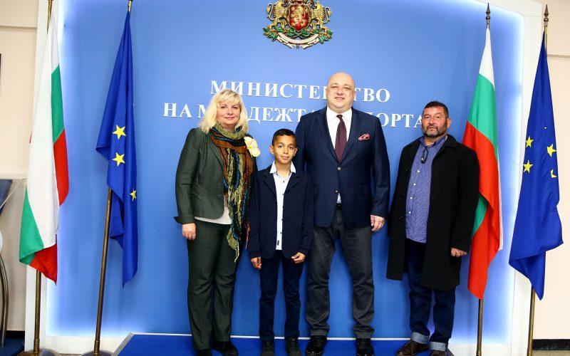 """Министър Кралев подкрепи инициативата """"Ученически лидери – министри и посланици за един ден"""""""