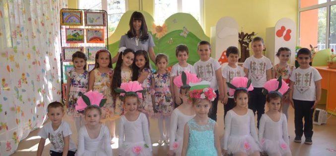 """Татяна Георгиева чете книжки на децата в """"Надежда"""" (СНИМКИ)"""