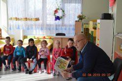 """Кметът на """"Надежда"""" стана Посланик на детската книга (СНИМКИ)"""