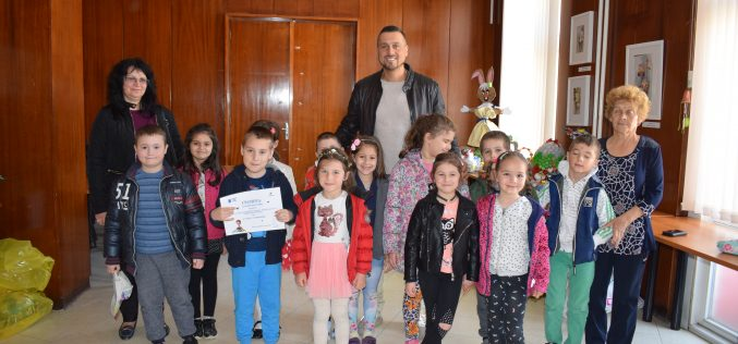Деца от Елин Пелин се включиха в благородна инициатива