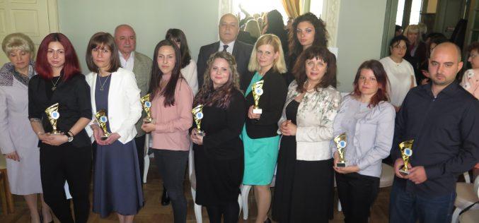 """Район """"Надежда"""" награди Най-добрите млади учители (СНИМКИ)"""