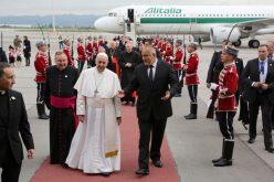 Министър-председателят Бойко Борисов посрещна на българска земя Негово Светейшество папа Франциск (СНИМКИ)