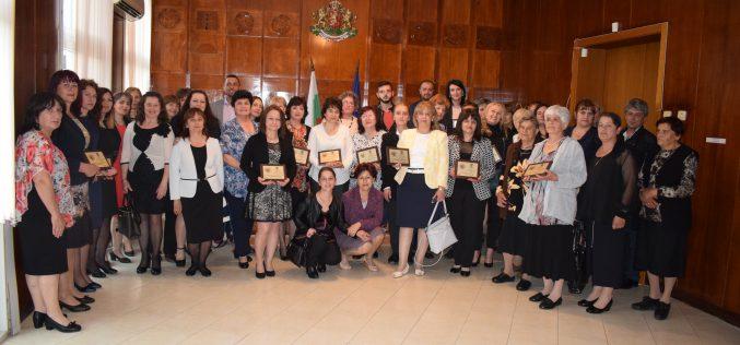 Община Eлин Пелин награди дейци на културата и учители по случай 24 май