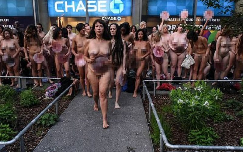 Чисто голи модели подлудиха центъра на Ню Йорк (ВИДЕО)