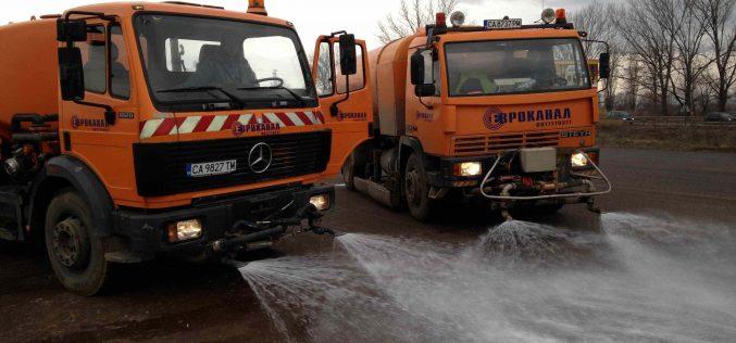 Столична община охлажда булевардите, продължава и раздването на вода