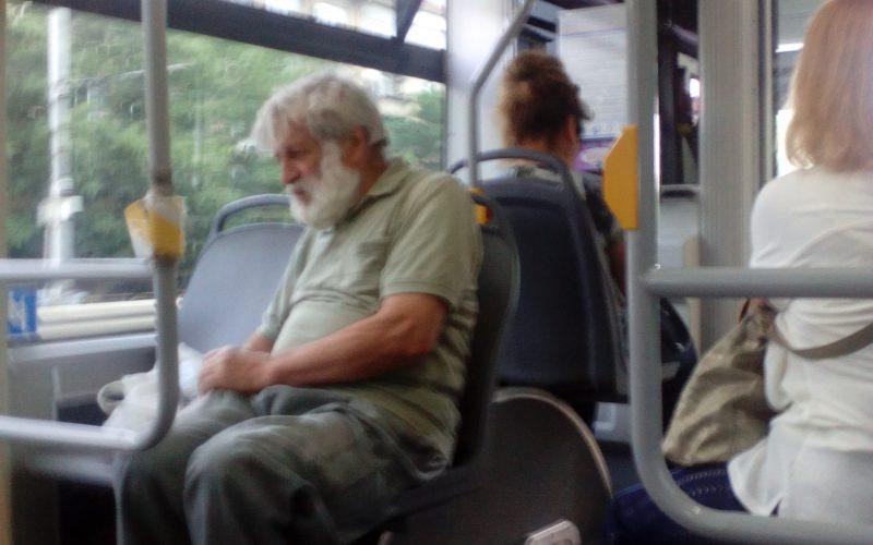 Култов политик от времето на прехода се вози в рейса (СНИМКИ)