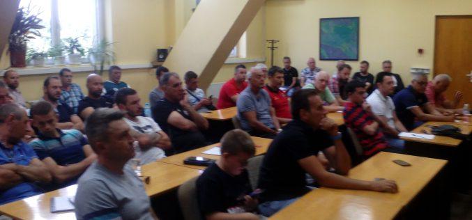 Участниците в първенствата на ДЮФ в столицата и зоната се запознаха с новите правила (СНИМКИ)