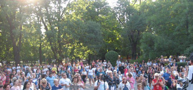 Стотици столичани отбелязаха Илинден (СНИМКИ)