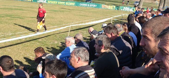Клуб от Четвърта лига слага осветление на стадиона си